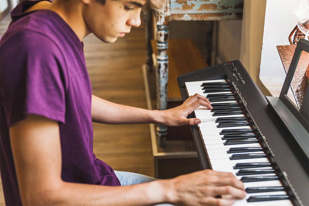 Aprende a tocar piano en modalidad virtual